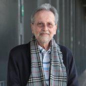 Sistemas, estereotipos y singularidades en psicoterapia: entrevista a Marcelo Pakman